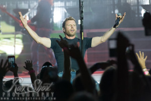 Dierks Bentley. Photo by Ron Short.